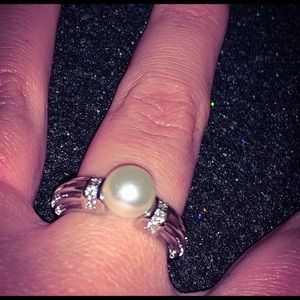 STAMPED 925 Sterling Silver Pearl & Diamonds Ring